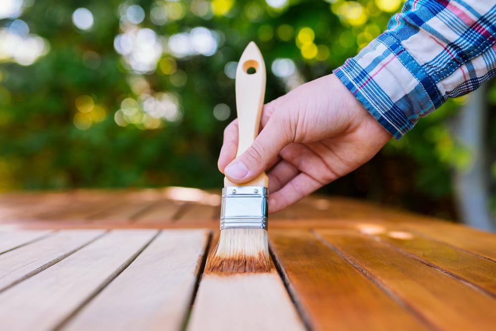 Oliatura per terrazze in legno