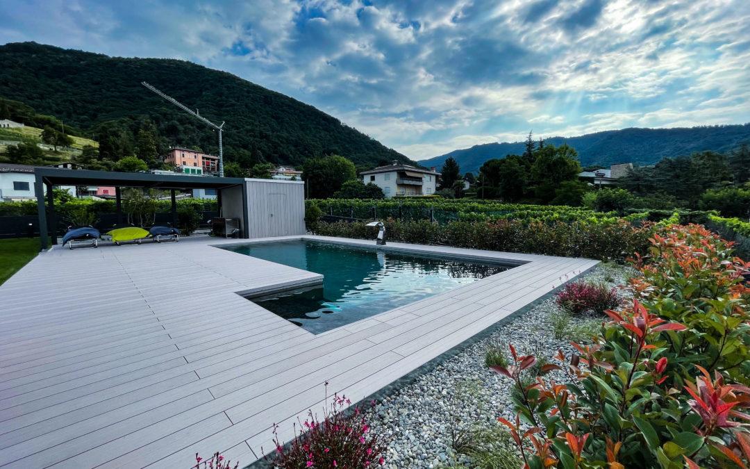 Bordo piscina e terrazza in WPC